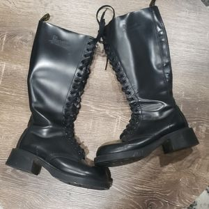 Dr. Martens 20 eye black leather boots size 6